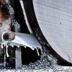 Corte de Barras de Aço Carbono - Grupo AR -Aços Roman
