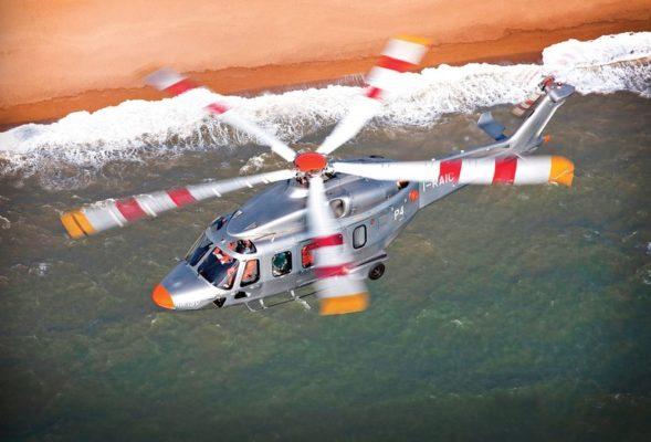 Helicóptero Salva Vidas sobrevoando as Bahamas